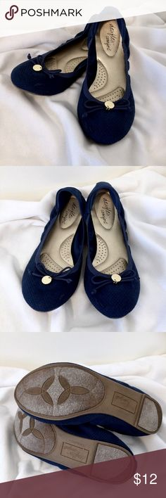 Dexflex Comfort Navy Blue Ballet Flats 8 Dexflex Comfort navy blue ballet flats size 8. Super comfortable and in great condition, these flats are a must-have for your shoe collection. The navy blue color is a great choice for styling nautical ensembles and will look cute worn with skinny jeans and when paired with tights and a skirt. Made in Vietnam//Man-made material//Smoke and pet-free home. Dexflex Comfort Shoes Flats & Loafers