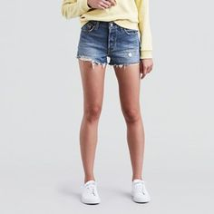 The first ever jean shorts. This is the style that started it all, and has been worn by every generation since. With the iconic straight fit, the 501® Short blends with your personal aesthetic for all-around wear. This pair is made from non-stretch denim with a substantial feel and true vintage look.