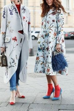 See the looks that caught our attention, and stay tuned for more of Milan Fashion Week's top street style moments. Fashion Mode, Look Fashion, High Fashion, Winter Fashion, Womens Fashion, Fashion Design, Fashion Trends, Trendy Fashion, Blue Fashion