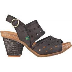 EL Naturalista, chaussures, sandales et bottes en vente chez Rouge Canapé. 384 Notre-Dame à Joliette, 450 867-4300. Ou au 3656 rue Queen à Rawdon, 450 834-1144. C'est également possible de poster.