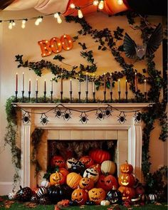 90 Halloween Mantel Decorating Ideas that will spruce up your Fireplace setting - Hike n Dip - - Need ideas to decorate your Halloween Mantel? Here are best Halloween Mantel Decorating Ideas that will give your Halloweeen decoration a new dimension. Retro Halloween, Spooky Halloween, Diy Deco Halloween, Halloween Dekoration Party, Primer Halloween, Halloween Fireplace, Classy Halloween, Outdoor Halloween, Holidays Halloween