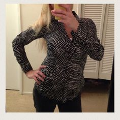 ❤️ Like new dress blouse by Express❤️ Super cute like new only worn once perfect to wear anywhere black and white button up shirt Express Tops Tees - Long Sleeve
