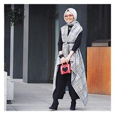 "6,411 Likes, 69 Comments - Hijab Fashion (@hijabfashion) on Instagram: ""@hulyaslan @hulyaslan @hulyaslan  #hijabfashion"" http://turkrazzi.com/ppost/862157922385804003/"