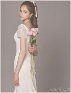 [웨딩드레스] 꽃의 여왕 같이 사랑스럼고 청초한 웨딩뮤즈, 클라우디아