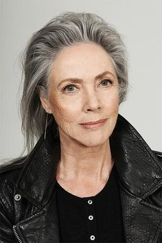 The Beauty of Time Salt and pepper gray hair. Granny hair don't care. Aging and going gray gracefully. Grey Hair Old, Long Gray Hair, White Hair, Grey Hair Don't Care, Going Gray Gracefully, Aging Gracefully, Pelo Color Plata, Silver Haired Beauties, Stylish Older Women