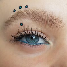 An unusual eyelook with black and turquoise / teal / blue dots and a natural bushy eyebrow - creative, artistic and editorial eye makeup art - eye makeup for blue eyes Creative Eye Makeup, Eye Makeup Art, Blue Eye Makeup, Blue Dots, Teal Blue, Bushy Eyebrows, Makeup Looks, Editorial, Turquoise