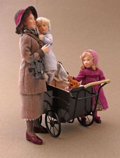 Document sans nom Dollhouse Dolls, Miniature Dolls, Dollhouse Miniatures, Doll House People, Art Dolls, Dolls Dolls, Tiny Dolls, Christmas Villages, Doll Maker