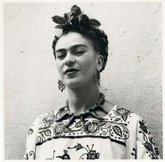 Femme artiste peintre : Frida Khalo (Photographer: William Eugene Smith) #TEDxceWomen #JDF #amyleeparis