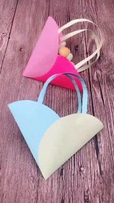 Paper Flowers Craft, Paper Crafts Origami, Paper Crafts For Kids, Flower Crafts, Preschool Crafts, Diy Crafts Hacks, Diy Crafts For Gifts, Diy Arts And Crafts, Fun Crafts