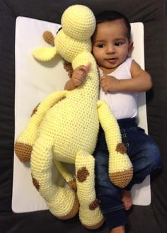 Giraffe Plushie - Free by Shehla Ahmed of NigglyWiggly Crochet Sheep, Crochet Giraffe Pattern, Crochet Animal Patterns, Stuffed Animal Patterns, Crochet Patterns Amigurumi, Crochet Animals, Crochet Dolls, Crochet Baby, Free Crochet