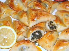 Mediterranean Spinach Pies (fatayer bi sabanekh) -Vegans particularly enjoy the combination of spinach, onions, sumac and lemon juice, encased in pastry pockets. Lebanese Recipes, Turkish Recipes, Greek Recipes, Lebanese Cuisine, Sandwiches, Fatayer, Vegetarian Recipes, Cooking Recipes, Spinach Pie