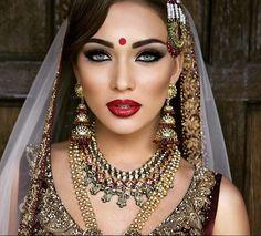 Kaniz Makeup :: Khush Mag - Asian wedding magazine for every bride and groom planning their Big Day Indian Bridal Fashion, Indian Bridal Makeup, Asian Bridal, Moda Indiana, Bollywood Makeup, Bridal Makeup Looks, Bride Makeup, Wedding Makeup, Bridal Gallery