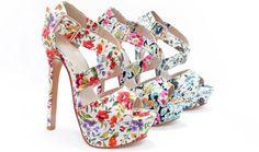 Despre pantofii de damă coloraţi se vorbeşte tot mai mult în ultima vreme şi asta pentru că aceştia aduc un plus de eleganţă persoanei ce-i poartă. Efectul este extrem de vizibil şi are ca urmare atragerea privirilor pline de simpatie... Pantofii de damă şi sandalele cu modele florale ...