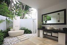Master bedroom with superb outdoor bath
