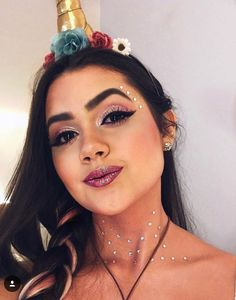 We're giving you some of our fav looks 🦄 The unicorn: achieve this look with a dramatic lash like Double Take or WOW Me. Shop now! Unicorn Halloween, Unicorn Costume, Halloween Make Up, Halloween Costumes, Purim Costumes, Unicorn Party, Make Carnaval, Rave Makeup, Carnival Makeup