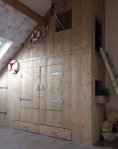 Steigerhouten bedstee Girl Room, Girls Bedroom, Room Above Garage, Built In Bed, Box Bed, Basement Bedrooms, Attic Spaces, Home Reno, Closet Doors