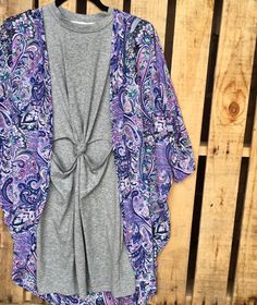 We love this cute casual look! Chiffon kimonos are an easy way to make any outfit trendy!