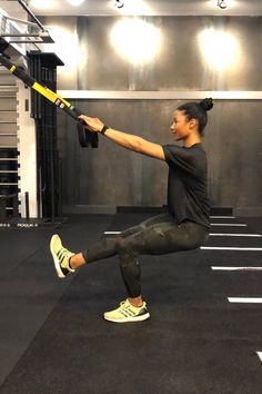 This Trainer's Lower-Body Workout Is So Good, It Only Takes 11 Minutes to Do Quick Lower Body Workout Tips Suspension Workout, Trx Suspension, Suspension Training, Inner Thight Workout, Body Weight, Weight Loss, Pilates Training, Kettlebell Training, Strong Legs