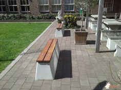Betonbank DeLuxe bij Murmellius Gymnasium in Alkmaar