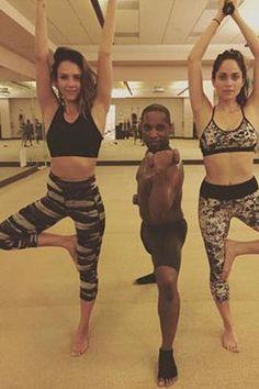 Jessica Alba wearing Sweaty Betty Navasana Reversible 3/4 Yoga Leggings and Sweaty Betty Black Stamina Sports Bra