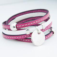 Bracelet cuir double tour triple lanière rose fuchsia et blan avec médaille plaquée argent.