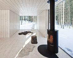 Four-cornered Villa von Studio Avanto Architects Familienhaus in Finnland Minimalistisches Design Foto © Kuvio Architectura Contemporary Cabin, Cozy Living Spaces, Nordic Living, Living Room, Cottage Style Decor, Scandinavian Home, Rustic Interiors, Lounge, House Design