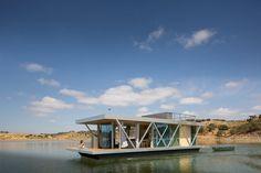 Conheça uma incrível casa flutuante modular para escapadelas de fim de semana stylo urbano-1