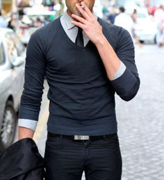 Spring menswear outfit - Light V-neck sweater with shirt and tie on dark blue trousers. #menswear #outfit #spring #cool