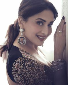 Hindi Actress, Bollywood Actress, Amala Paul Hot, Photoshoot Video, Black Smokey Eye, Lace Dress Styles, Net Lehenga, Choli Designs, Madhuri Dixit