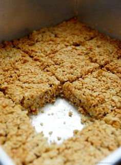 Banana Flapjacks - Just made these! Delicious and super easy. Swapped syrup for honey. Yummy Treats, Sweet Treats, Yummy Food, Tasty, Healthy Treats, Healthy Baking, Healthy Food, Gourmet Recipes, Sweet Recipes