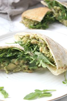 These Vegan White Bean Pesto Pitas are a creamy mixture of white beans, artichoke hearts, pesto and vegan mayo. These make a great make ahead lunch. Vegan Meal Prep, Easy Meal Prep, Easy Meals, Wrap Recipes, Vegan Recipes, Vegan Food, Food Food, Cooking Recipes, Pesto