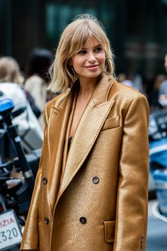 Street style: The best on-trend hair and beauty looks spotted at Milan Fashion Week Spring/Summer 2020 Pixie Cut Styles, Short Hair Styles, Pelo Bronde, Bronde Bob, Hairstyles With Bangs, Pretty Hairstyles, Haircuts, Hair Day, New Hair