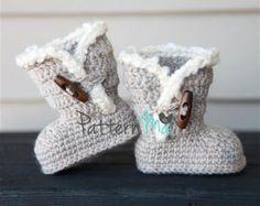 Artículos similares a Crochet booties pattern - HK12 en Etsy