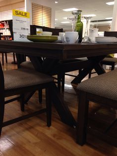 Like this dining table @ the Bay