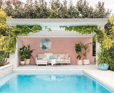 If you are a happy owner of a pool, build a deck or a pool cabana to spend time even better by the pool. What's the advantage of a cabana or pergola? Small Backyard Pools, Backyard Pool Designs, Swimming Pools Backyard, Swimming Pool Designs, Pool Landscaping, Backyard Patio, Outdoor Pool, Living Pool, Outdoor Living