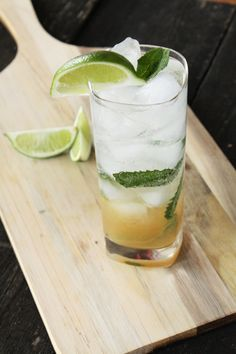 A Dirty Mojito is a classic cocktail that everyone should know how to make. The addition of spiced rum to the recipe brings out extra flavor in every sip. Spiced Rum Drinks, Spicy Drinks, Yummy Drinks, Sailor Jerry Rum, Mojito Cocktail, Cocktail Glass, Happy Hour Food, Mojito Recipe, Classic Cocktails