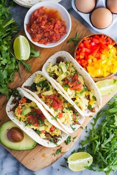 These Breakfast Tacos are easy to throw together and SO very delicious! Chorizo Breakfast, Mexican Breakfast Recipes, Breakfast Tacos, Breakfast Toast, Delicious Breakfast Recipes, Breakfast Cookies, Sweet Breakfast, Mexican Food Recipes, Yummy Food