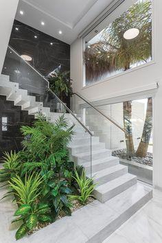Top 20 unique modern staircase design ideas for your dream house 15 Home Stairs Design, Dream Home Design, Modern House Design, Stair Design, Modern Houses, Interior Garden, Home Interior Design, Modern Home Interior, Modern Interiors
