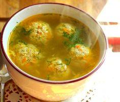 Ingrediente pentru aproximativ 2,5 l de ciorbă: Ingrediente pentru perisoare: 500 gr de carne de porc tocată fin, 3 linguri de orez , o legătură de pătrunjel, cateva fire de mărar, o ceapă verde , un ou. Ingrediente pentru supă: 2,5 l apă, 2 cepe medii, un morcov, o rădăcină de telină , 2 …