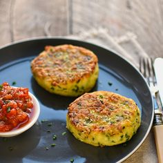 leek, potato and chive cakes with shallot and tomato sauce – The Circus Gardener's Kitchen vegetarian comfort food: leek, chive and potato fritters Vegetarian Comfort Food, Vegetarian Recipes Dinner, Vegetable Recipes, Healthy Comfort Food, Vegan Meals, Potato Fritters, Cooking Recipes, Healthy Recipes, Gourmet