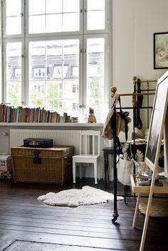 Parisian kid's room - love the book on the window sill