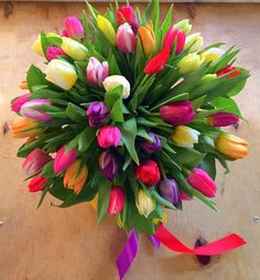 A beautiful tulip bouquet for baby Amytis born January Tulips Flowers, Pretty Flowers, Fresh Flowers, Tulip Bouquet, Floral Bouquets, Flower Arrangements Simple, Bridal Flowers, Flower Boxes, Beautiful Roses