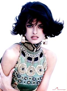Linda Evangelista posed for a shooting wearing Gianni Versace creations on the february issue of Vogue Italia in 1990