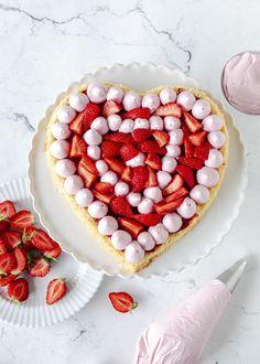 Erdbeer-Herz-Torte zum Muttertag | Emma's Lieblingsstücke How To Slim Down, Raspberry, Food And Drink, Birthday Cake, Cupcakes, Fruit, Cooking, Breakfast, Desserts