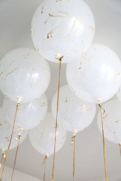 DIY gold splatter balloons that will add an extra dose of chic to the next party.