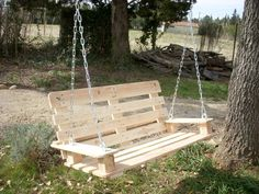 Wonderful bench swing made from pallets! Thank you to Damdao Choco and 1001 Pallets (both on FB) for the photo and GREAT idea!