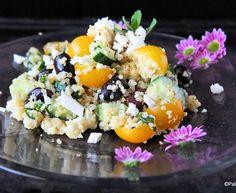Välimerellinen kvinoasalaatti sitruunakastikkeella