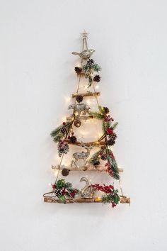 Entra en el post para encontrar ideas para llenar de adornos tu árbol de Navidad. Este arbol nos ha encantado. ¡Es muy creativo! Para más pines como éste visita nuestro tablón. Una cosa más!  > No te olvides de guardarlo en tu tablero! #arboldenavidad #navidad #arbol #adornosnavideños