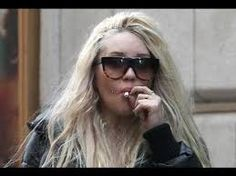 Former child star Amanda Bynes likes to smoke pot in public. The actress was photographed Monday puffing what appears to be a joint as she walked in New Yorks Times Square. Amanda Bynes, Puff And Pass, Celebrity List, Look At The Stars, Smoking Weed, Celebs, Celebrities, Put On, American Actress