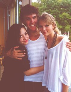 Taylor, her brother, and Demi
